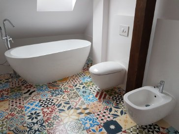 cement tiles patchwork in the bathroom pic 001